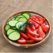 Salata cu rosii si castraveti